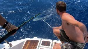 Kjell og Alex drar inn fisk