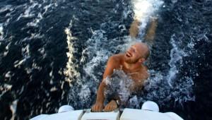 Går fint å ligge bak båten selv i 7-8 knop