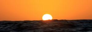 Sola går ned i Stillehavet
