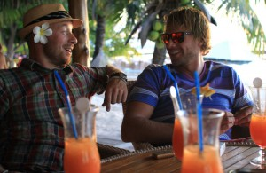 Robert og Martin diskuterer hvor hardt det er å seile i Stillehavet.