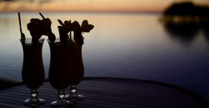 Mai Tahi og Pina Colada i solnedgangen
