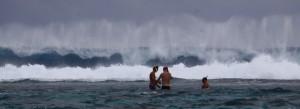 Jeg turte ikke å bade så nærme bølgene, så jeg tok bilder fra Aquavitten